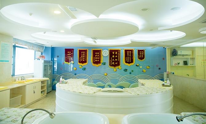 婴儿游泳spa馆